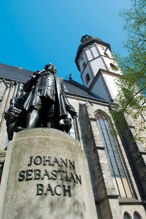 Памятник Иоганну Себастьяну Баху перед церковью Святого Фомы, Лейпциг
