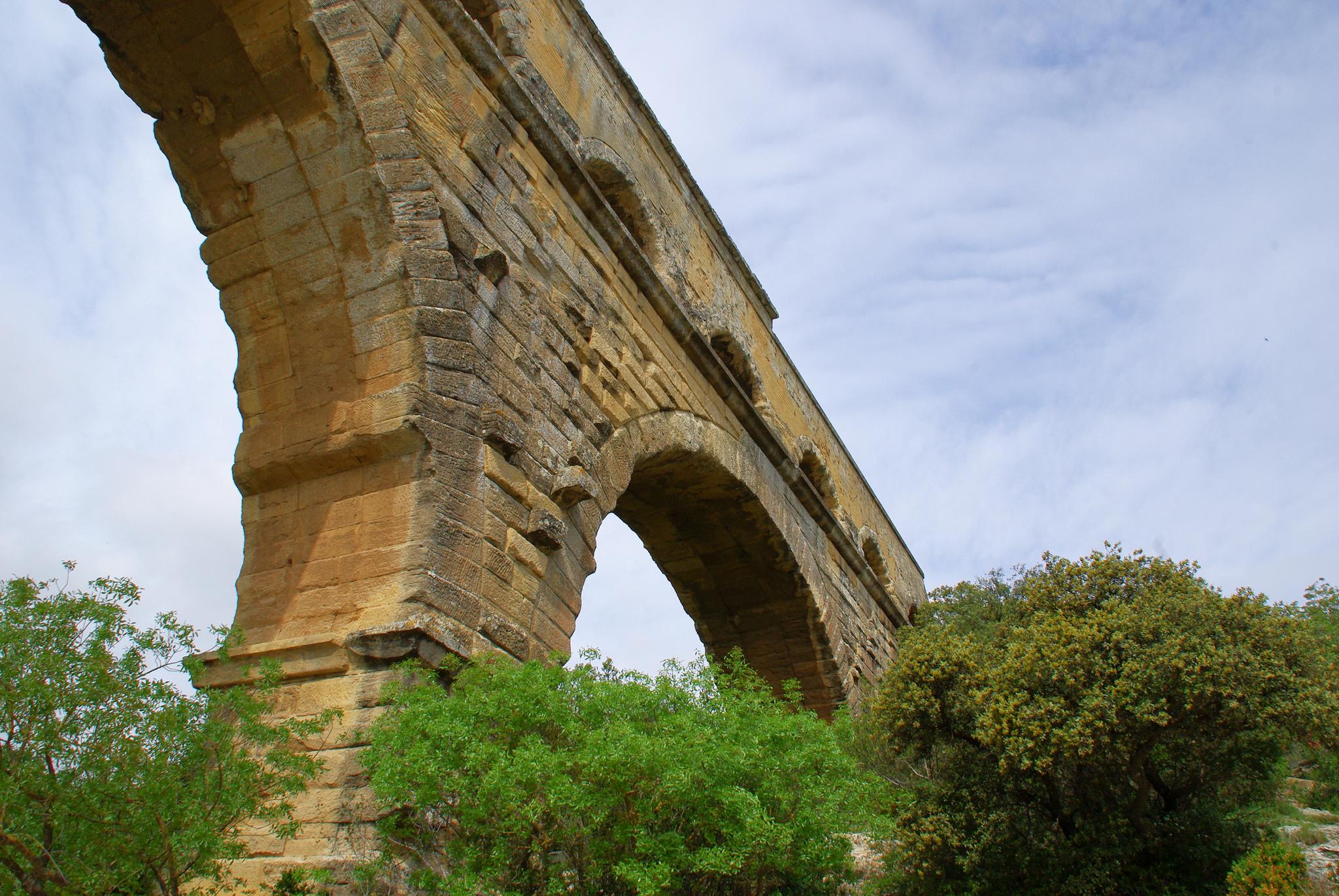Своды акведука Пон-дю-Гар