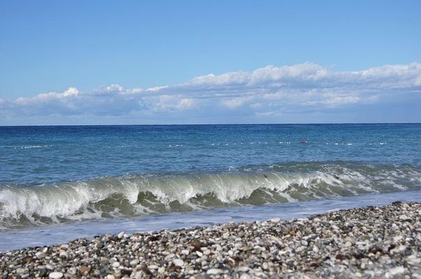 Пляж Гагры, Абхазия.jpg