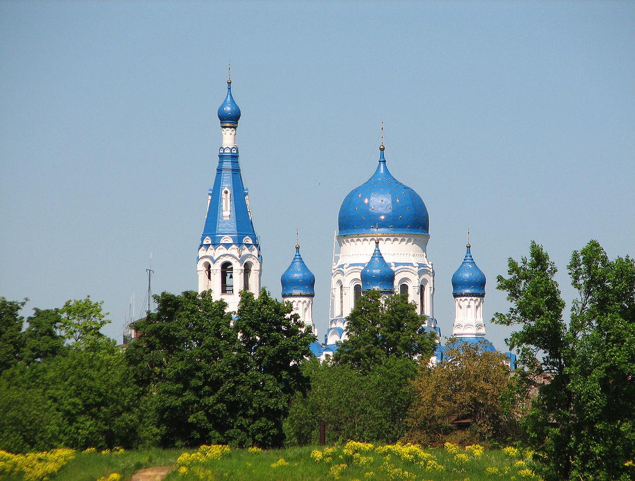 Покровский собор в Гатчине, вид со стороны Приоратского парка