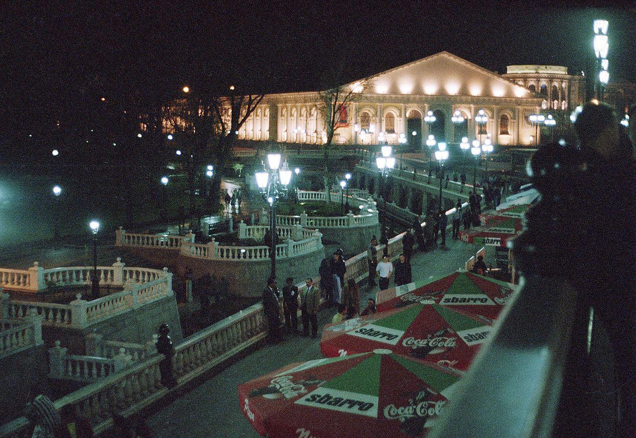 Манежная площадь в ночном освещении