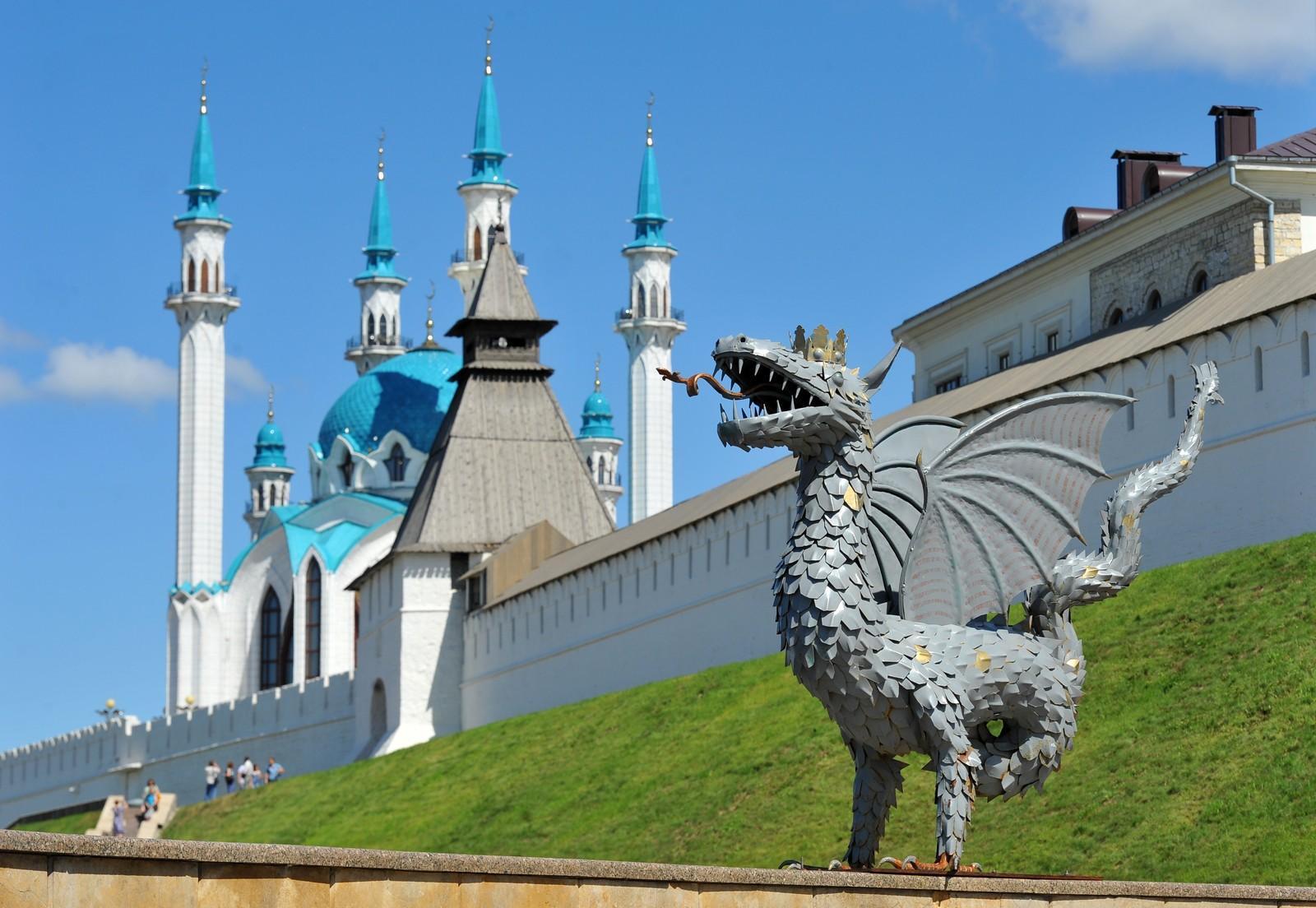 Мечеть Кул-Шариф и стена Казанского кремля