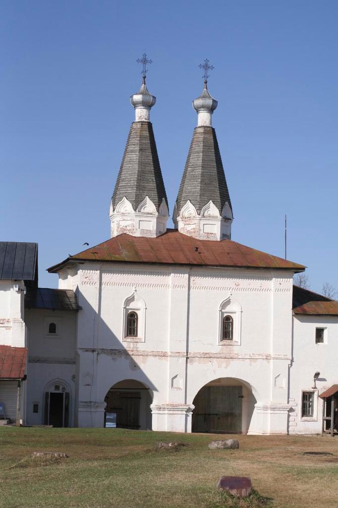 Надвратная церковь Богоявления, Ферапонтово.JPG