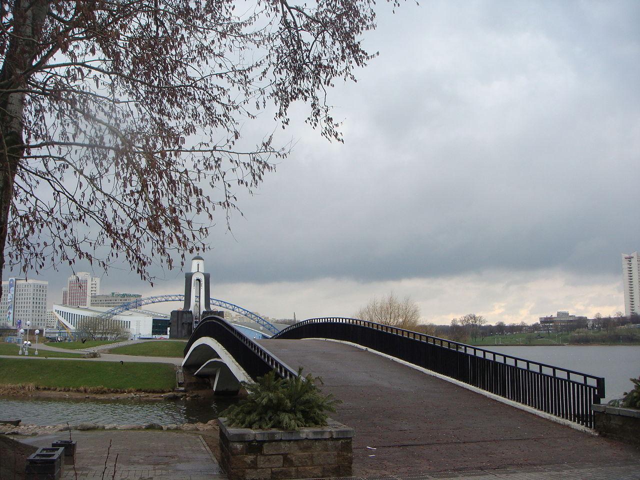 Мост на Остров слез в Минске
