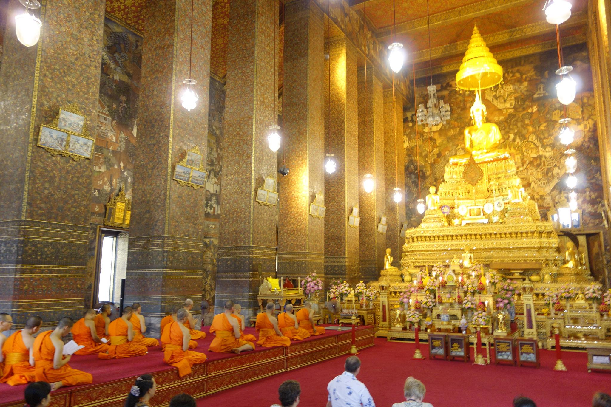 Раттанакосин, интерьер храма Лежащего Будды