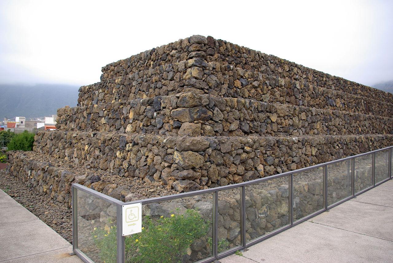 Одна из пирамид Гуимар