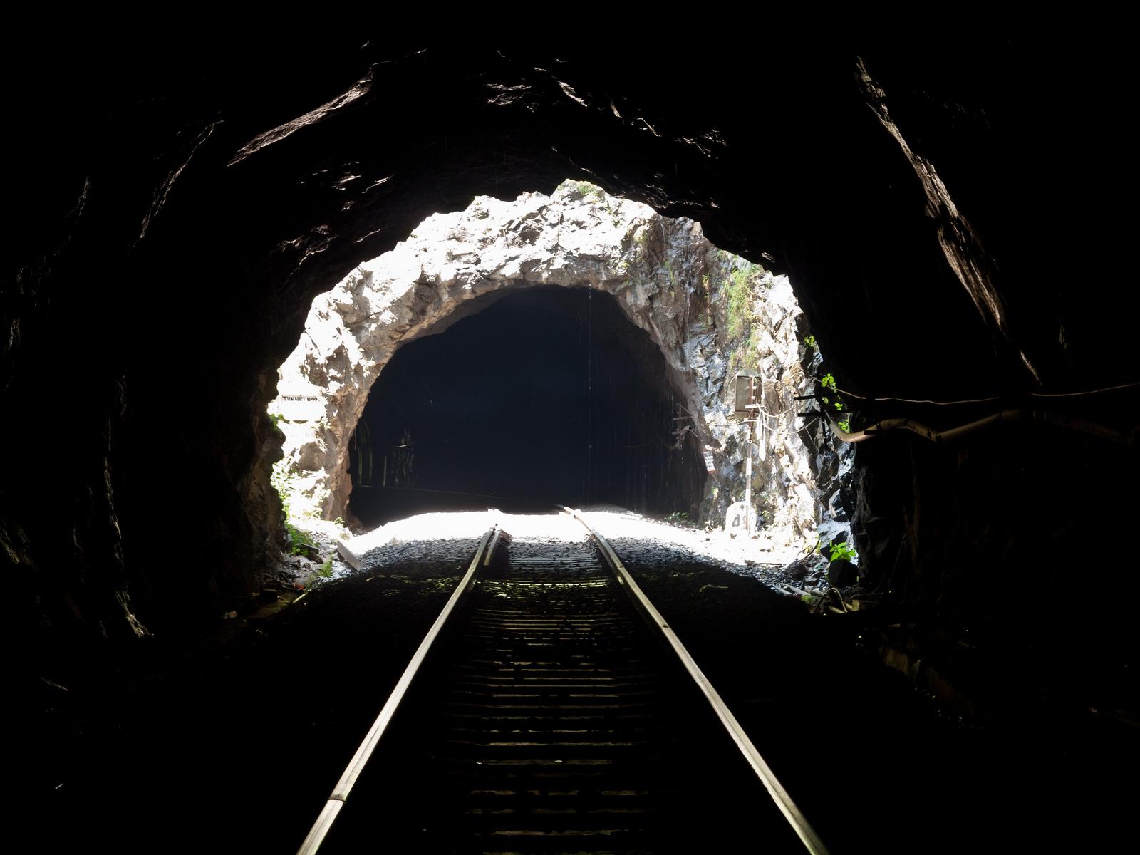 Тоннель железной дороги до водопада Дудхсагар, Индия