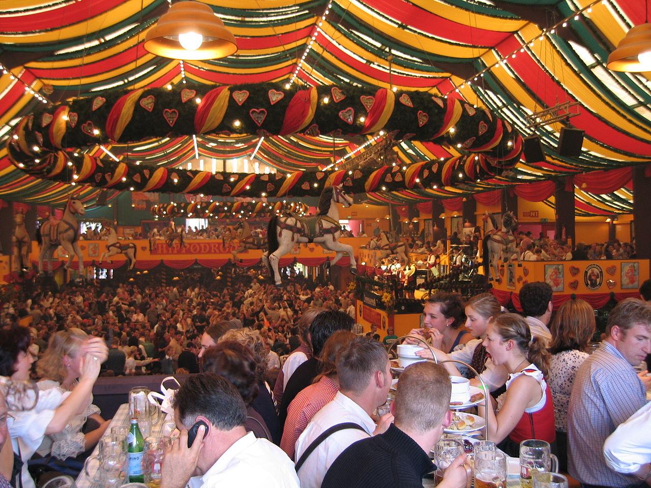 Традиционный фестиваль Октоберфест