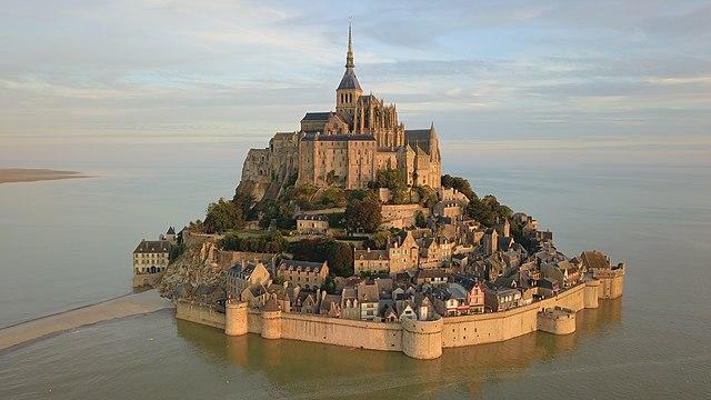 Mont-Saint-Michel vu du ciel.jpg