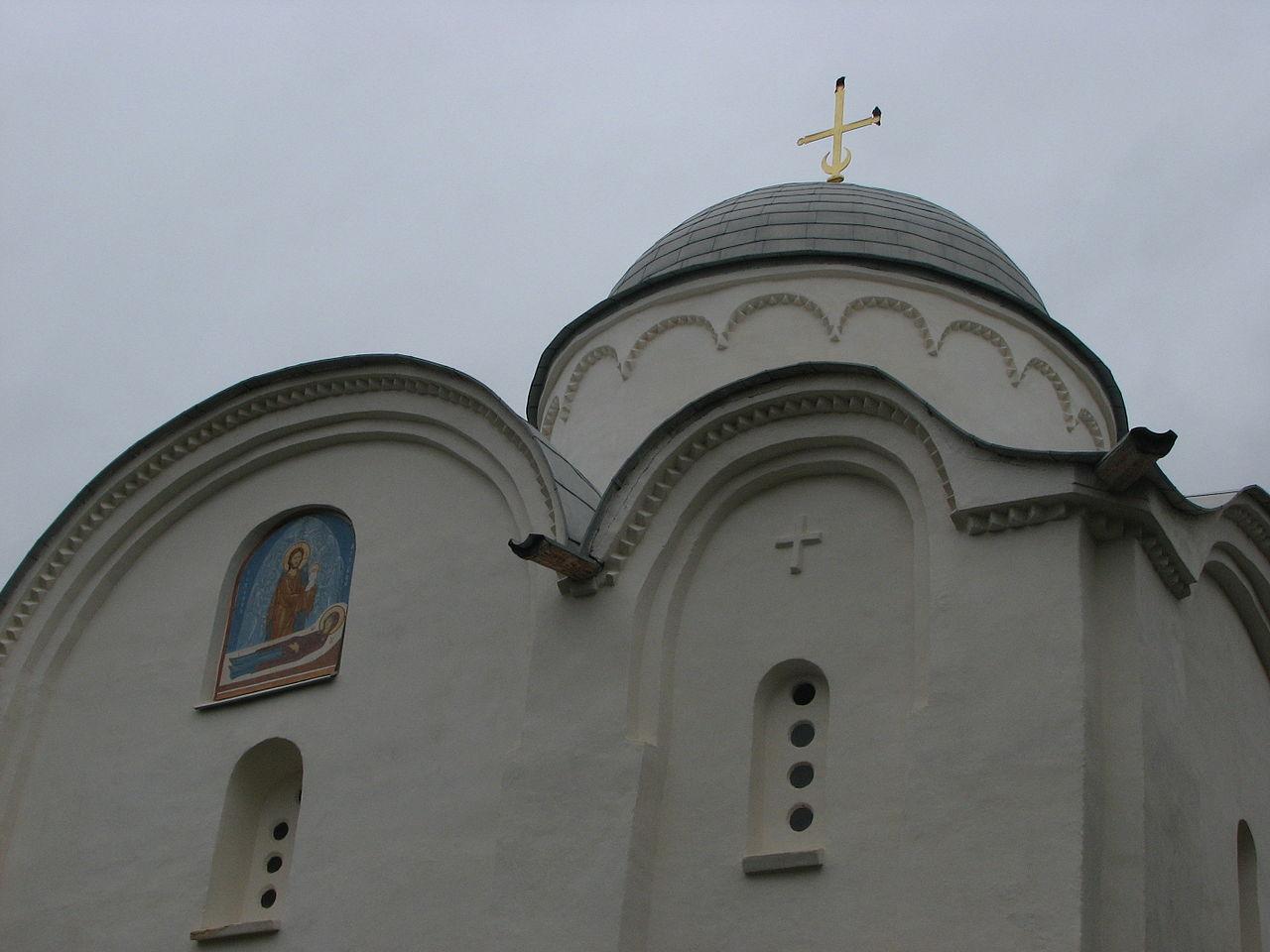 Староладожский Успенский монастырь, деталь фасада