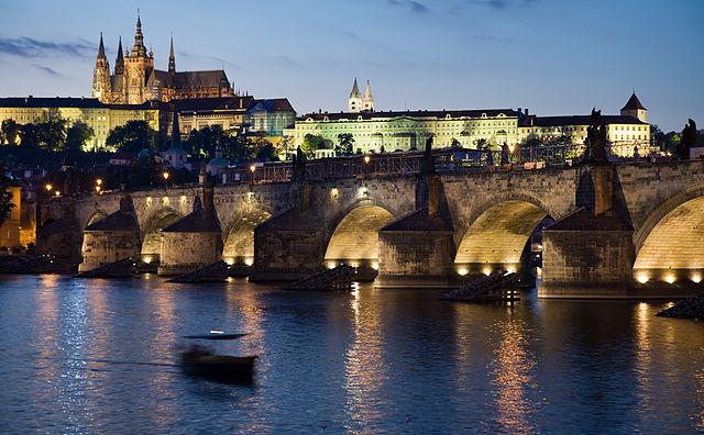 Night view of the Castle and Charles Bridge, Prague - 8019.jpg