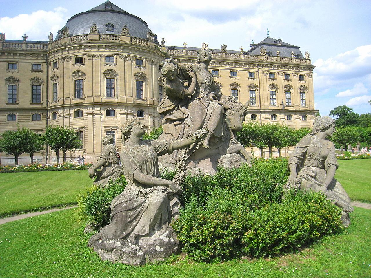 Вюрцбургская резиденция, скульптурная композиция в саду