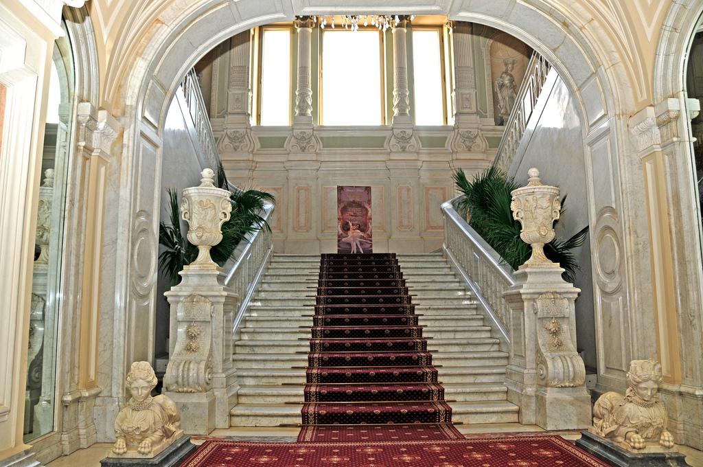 Мраморная лестница, Юсуповский дворец в Петербурге