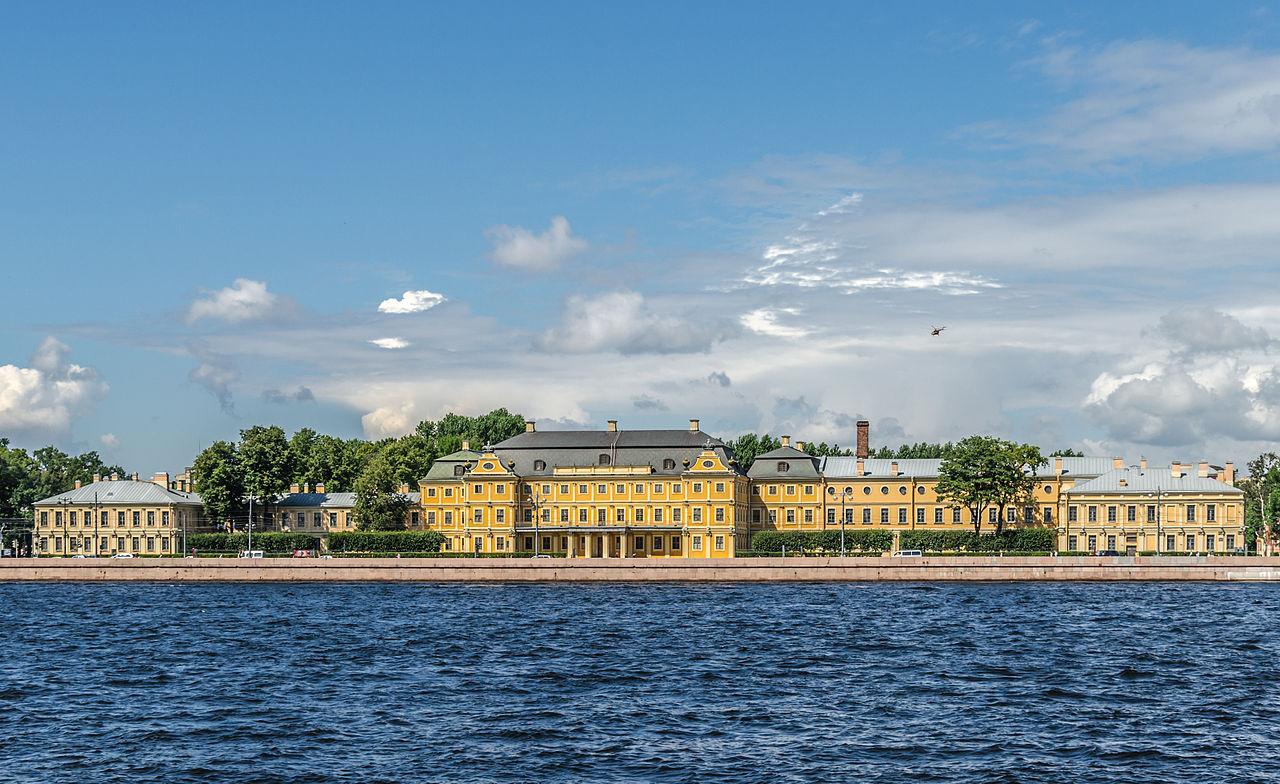 Университетская набережная, Меньшиковский дворец
