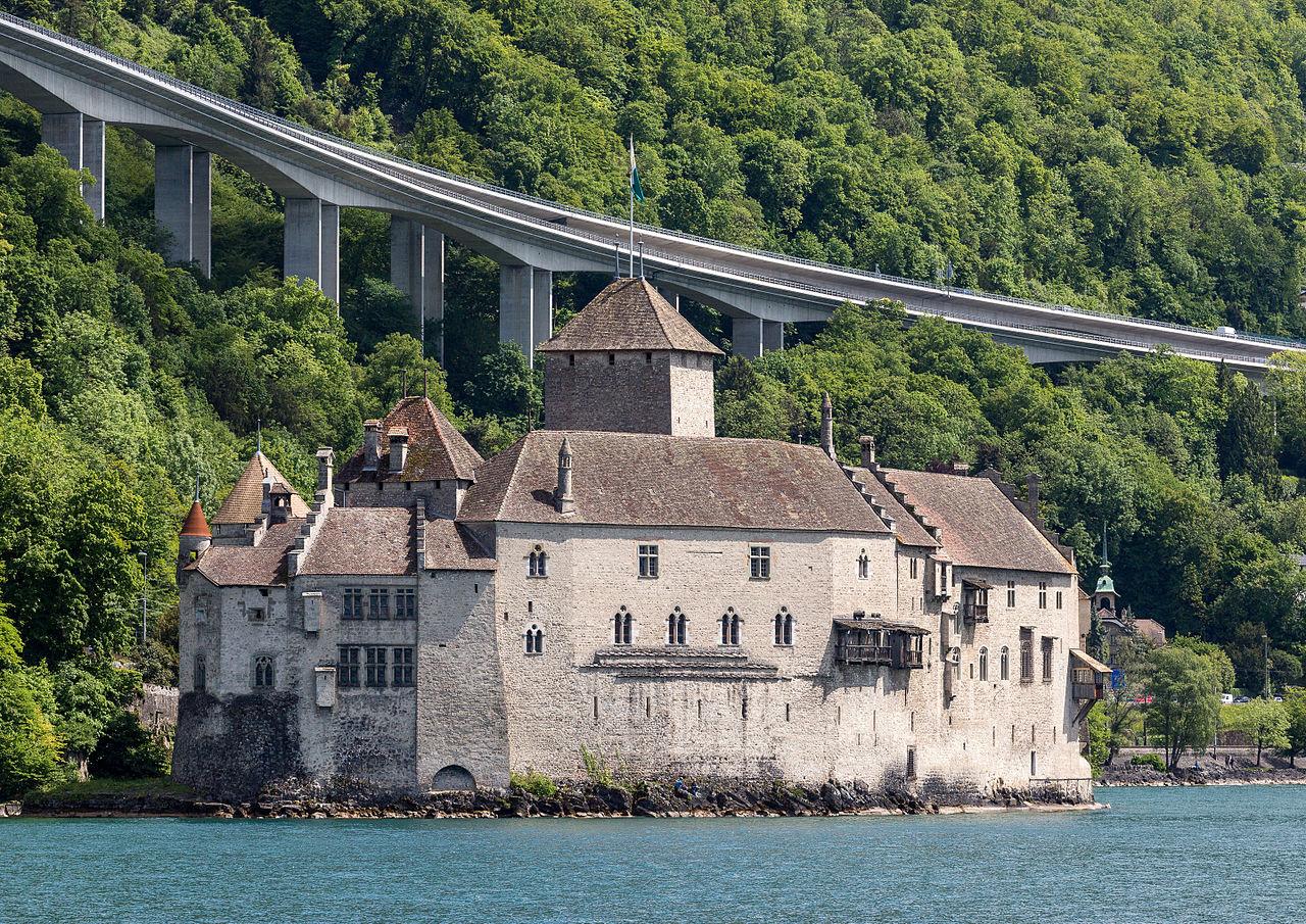 Шильонский замок, вид с Женевского озера