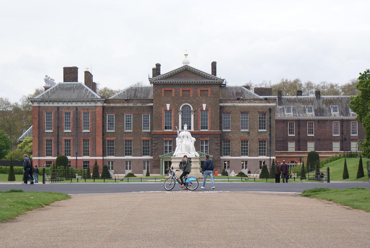 Букингемский дворец: история, строительство, интересные факты (фото)