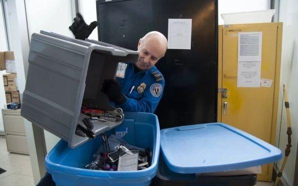 Магазин конфискованных у авиапассажиров товаров появился в США.jpg