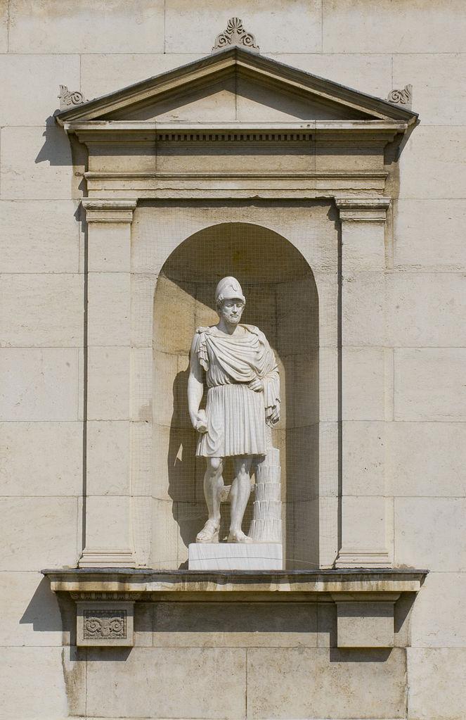 Глиптотека в Мюнхене, статуя на фасаде