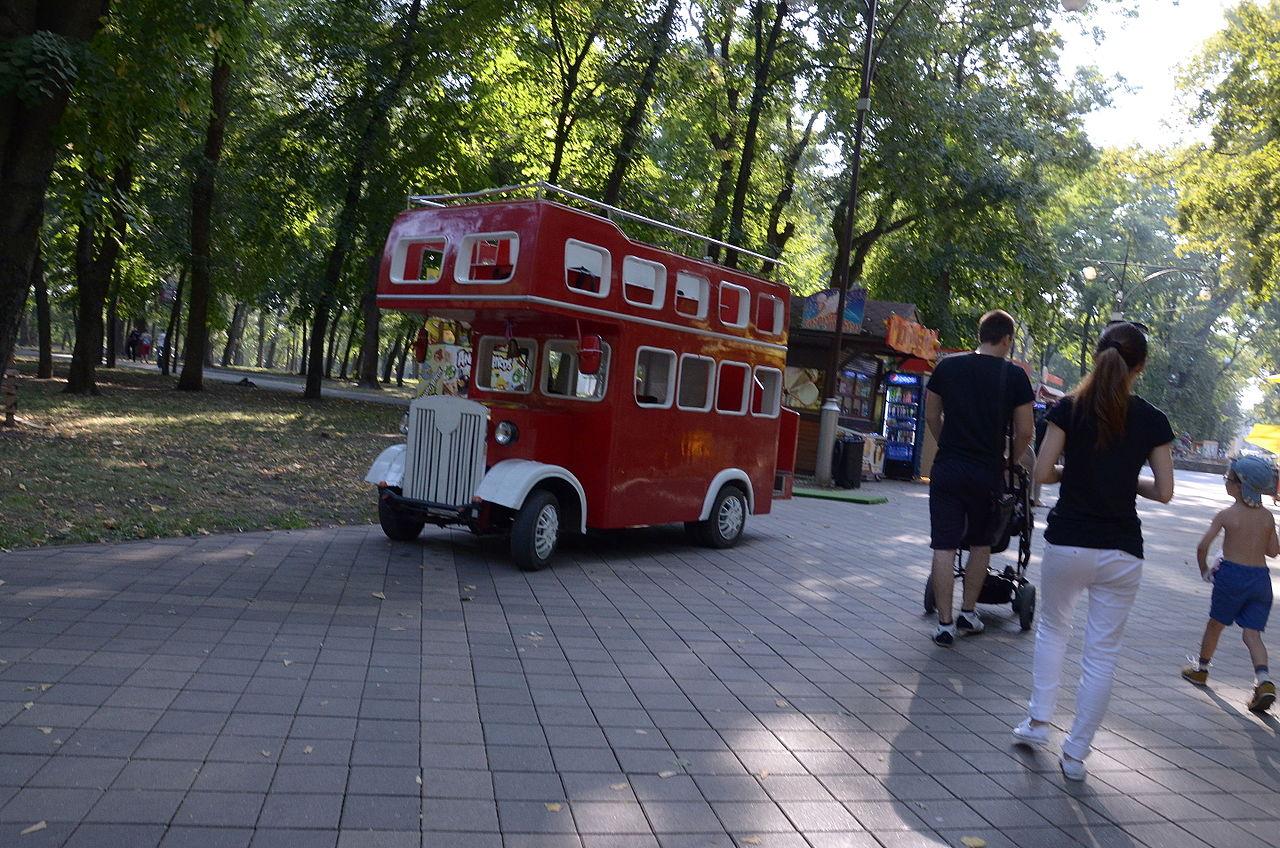 Чистяковская роща в Краснодаре, прогулочный автобус