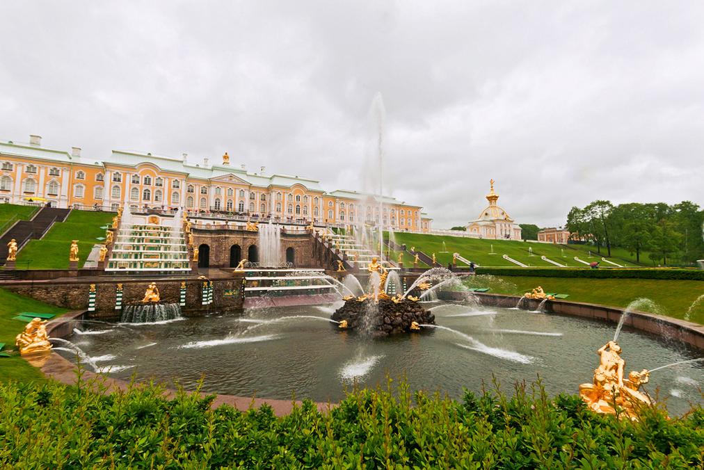 Красивые фонтаны Петергофа