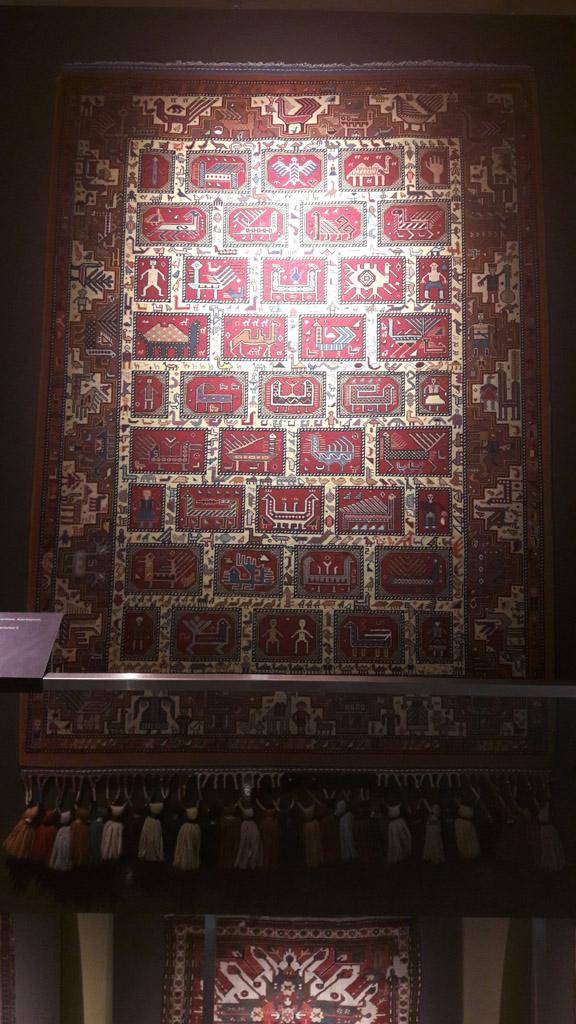 Старинный ковер в музее ковра, Баку