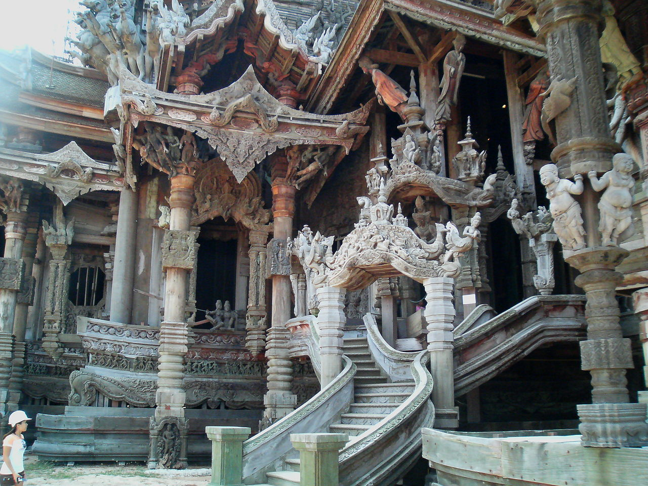 Храм Истины, вход