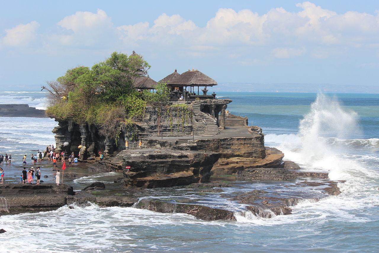 Храм Танах-Лот, Индонезия