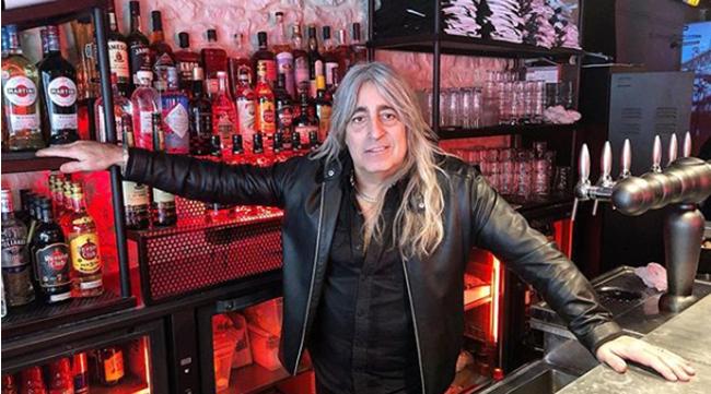 Барабанщик Scorpions и Motorhead открыл рок-бар в Париже.png