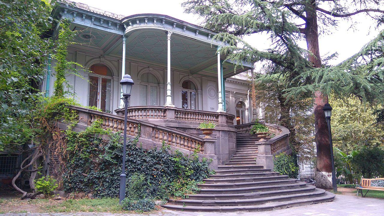 Дворец Молодежи в Тбилиси, сад