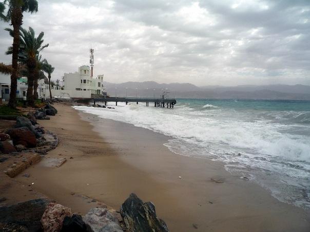 Море волнуется в Табе, Египет.jpg
