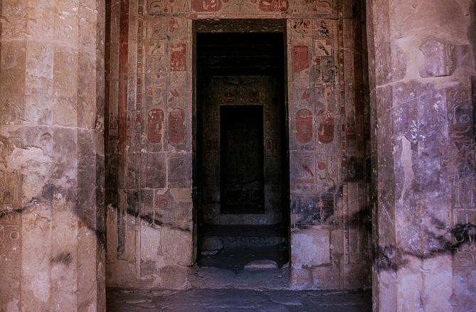 Долина Царей, вход в гробницы