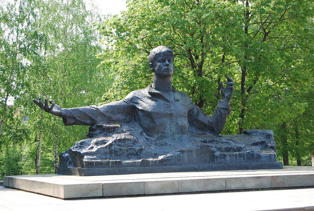 Памятники в воронеже описание Балаково стихи умершему племяннику