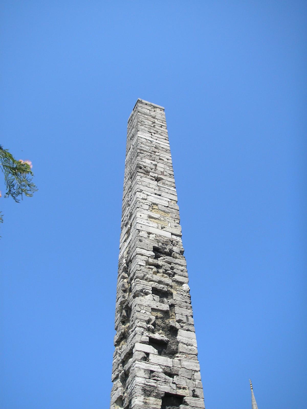 Площадь Султанахмет, обелиск Константина