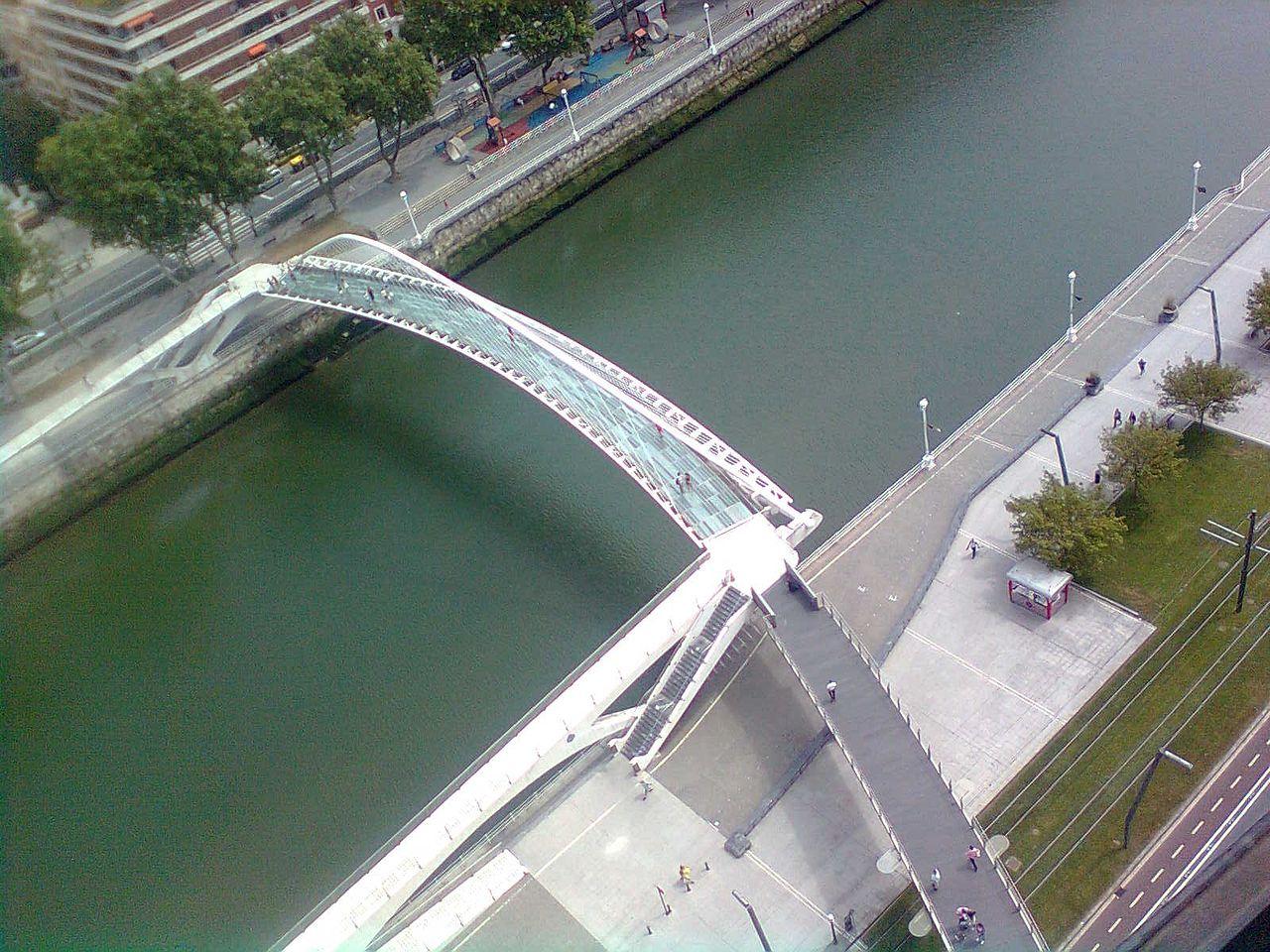 Вид на мост Зубизури, Бильбао