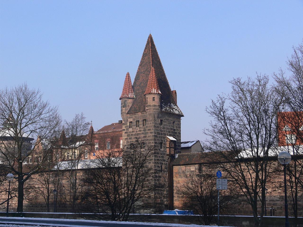 Историческая миля Нюрнберга, городская стена около Женских ворот