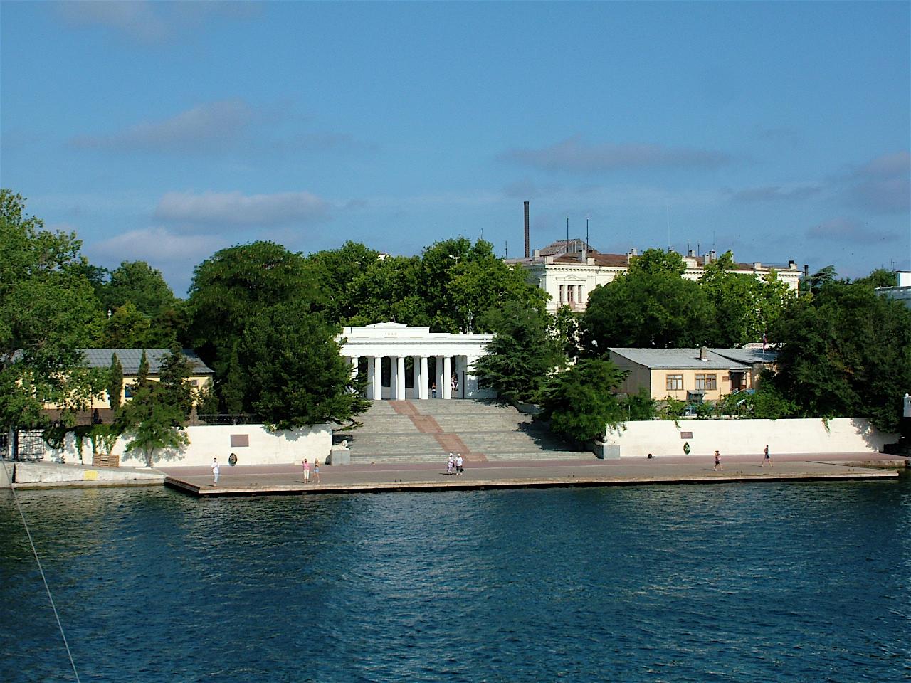 Вид на Графскую пристань в Севастополе