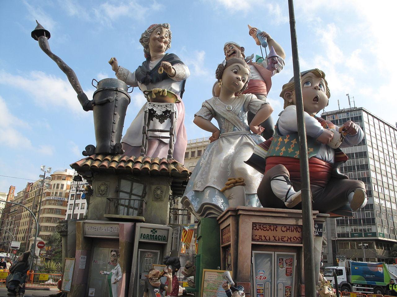 Праздничные куклы на фестивале в Валенсии