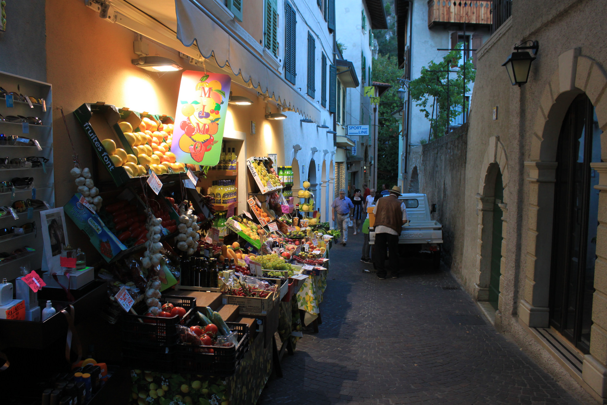 Уличная фруктовая лавка, Лимоне-суль-Гарда