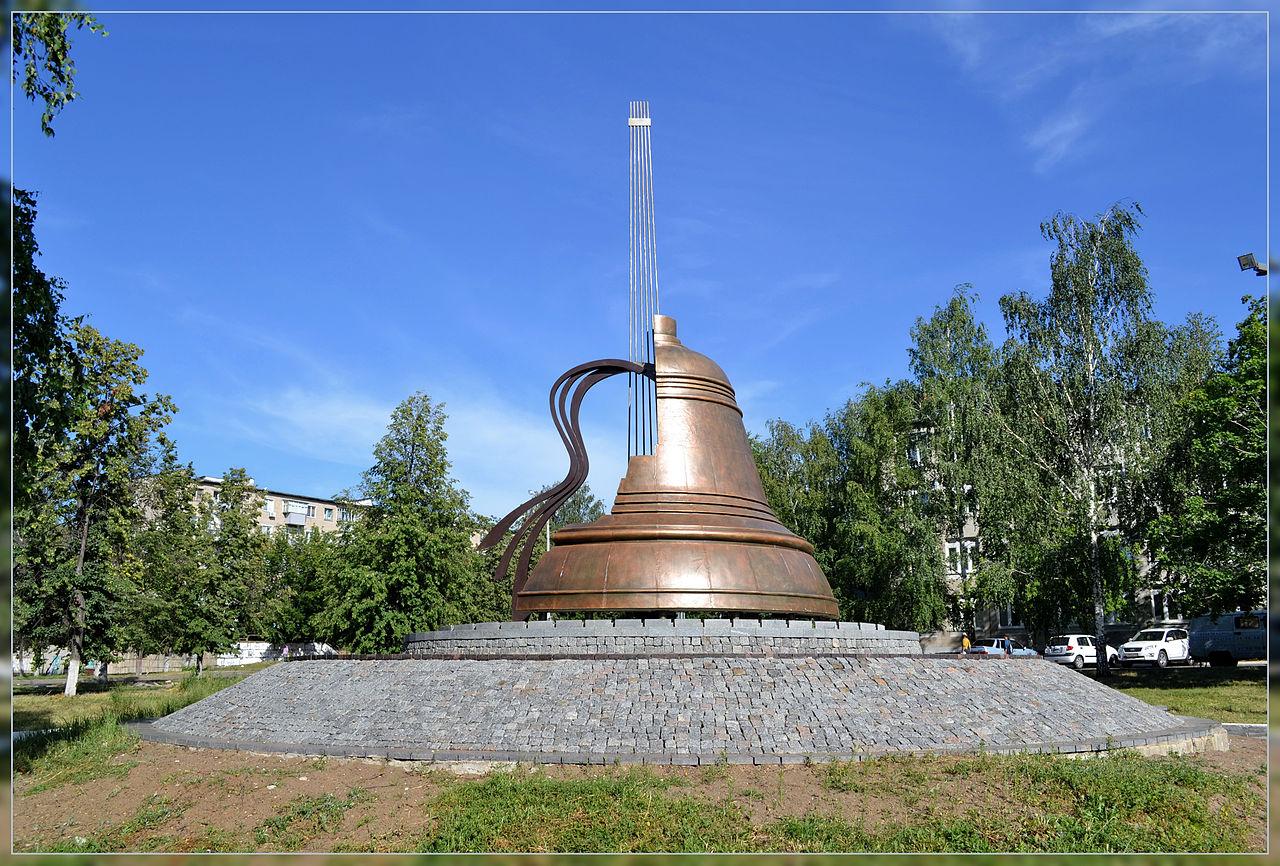 Памятник Владимиру Высоцкому в Набережных Челнах