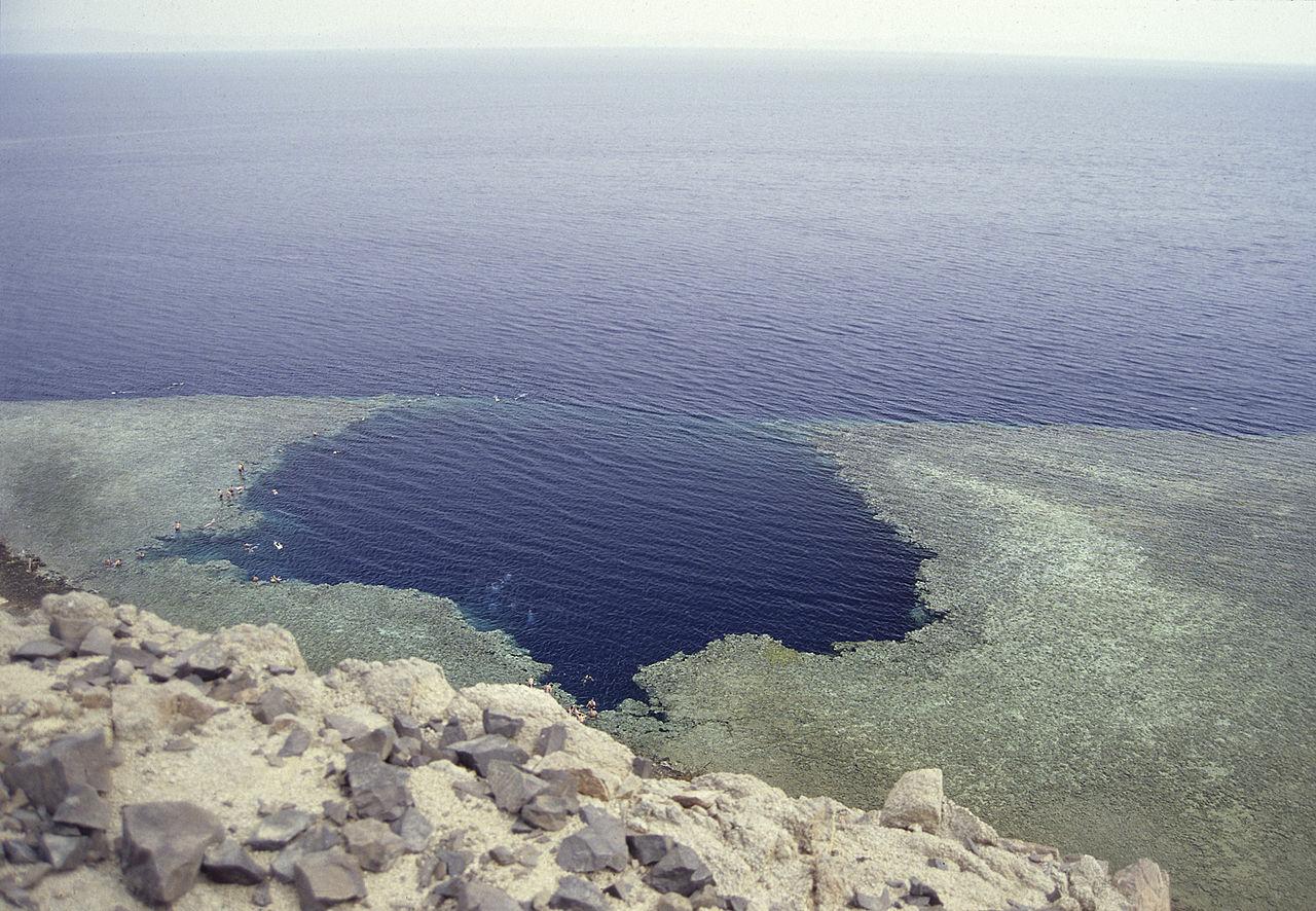 Голубая дыра в Дахабе, вид с обрыва