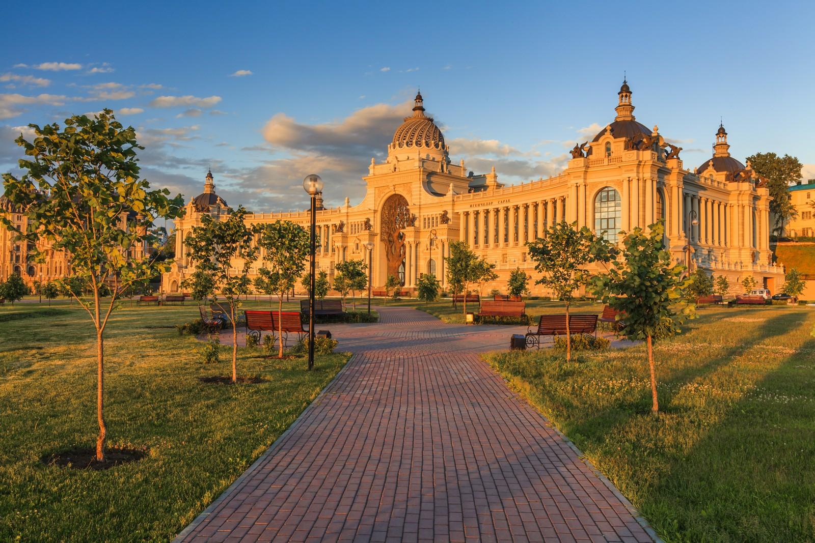 Дворец земледельцев, вблизи северной стены Казанского кремля