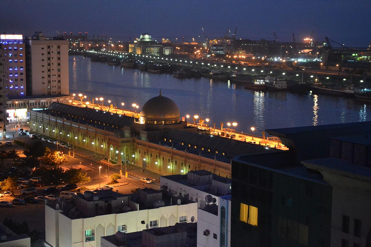 Аль-Касба в Шардже, вид на залив и Музей ислама