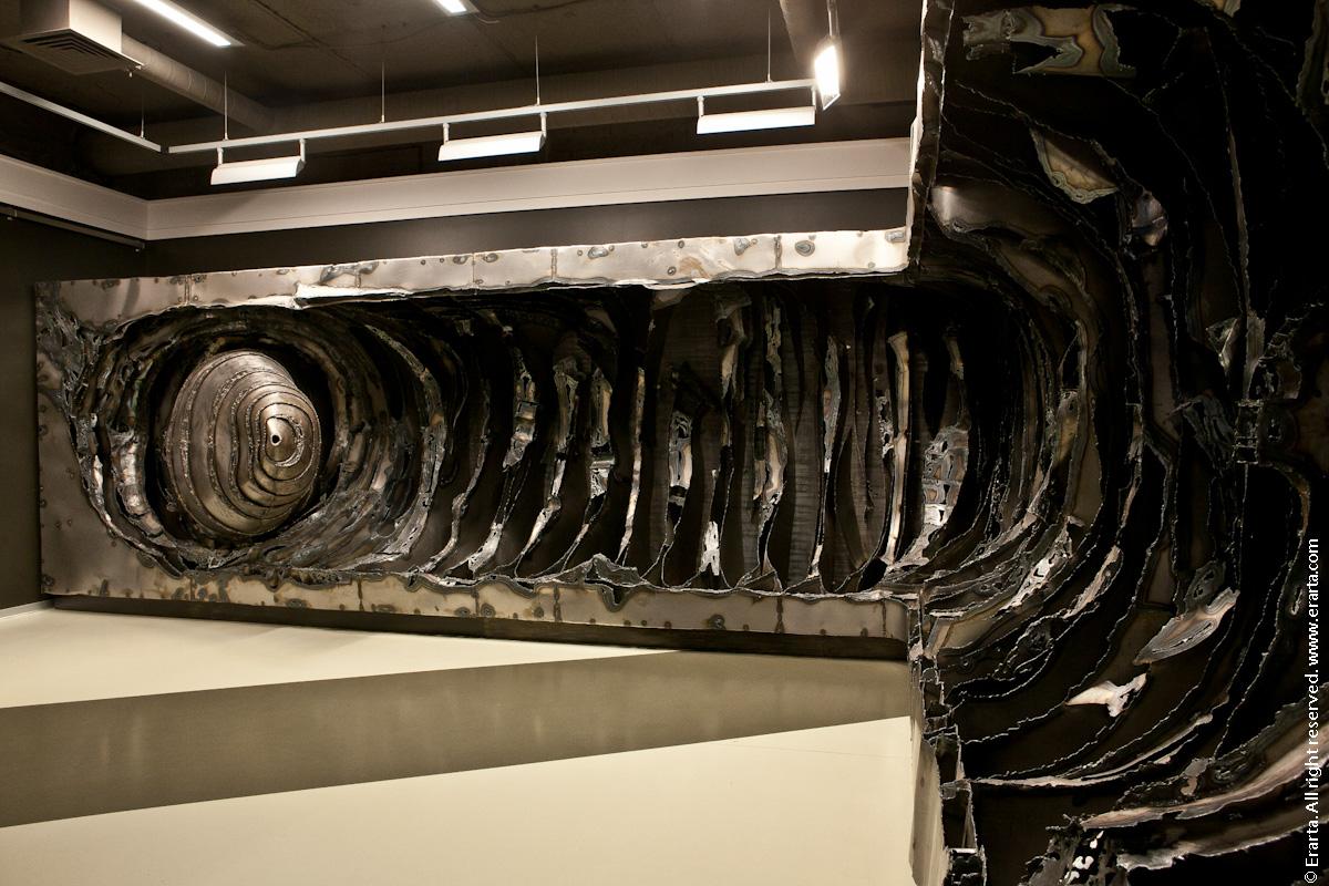 В залах музея и галереи современного искусства Эрарта