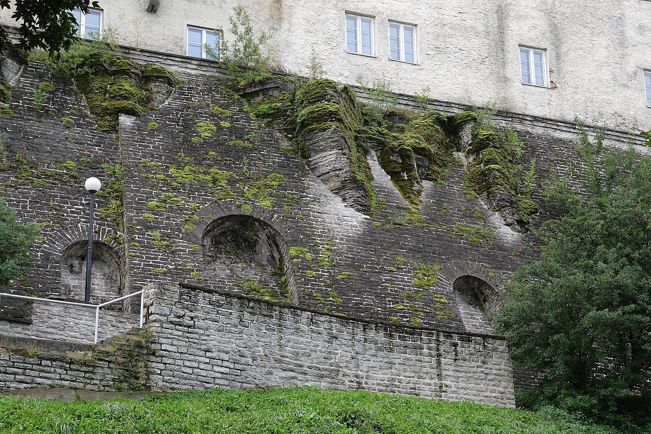 Замок Тоомпеа, старая кладка