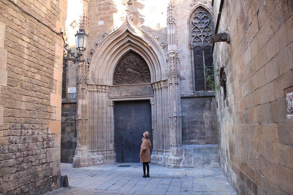 Кафедральный собор Барселоны, один из порталов