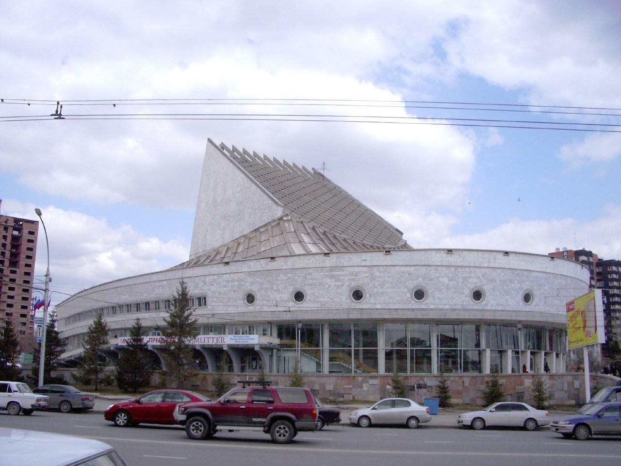 цены на билеты в театр в новосибирске глобус