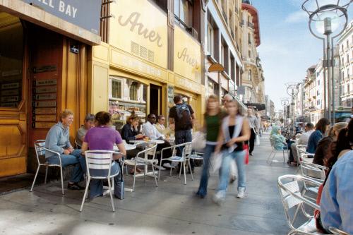 Rues Basses-основная торговая улица Женевы.jpeg