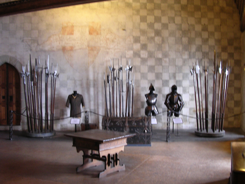 Внутри Шильонского замка, Женевское озеро