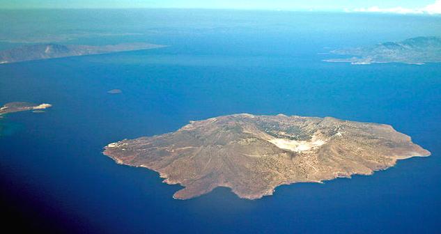 В Греции турист получил ожоги во время прогулки по вулкану.png