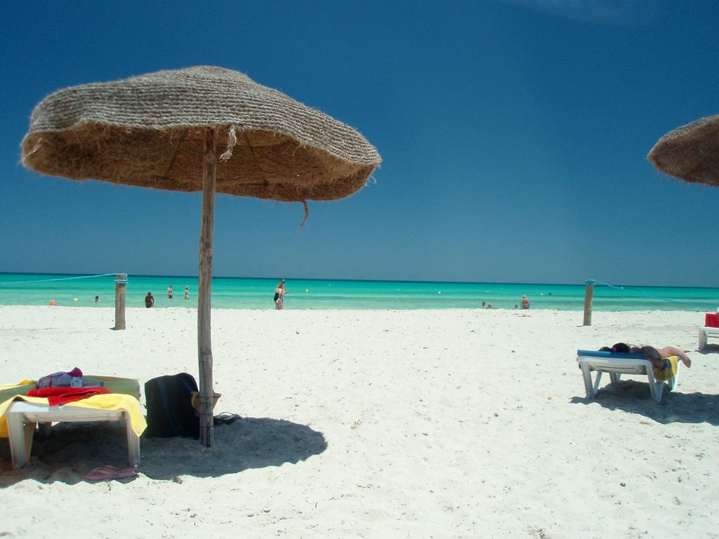 Джерба, пляж у отеля